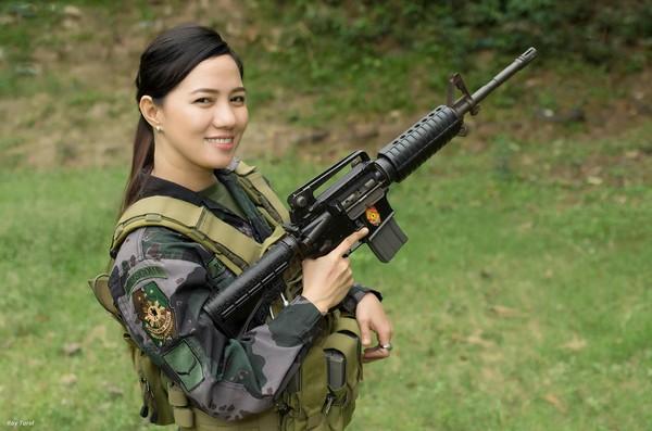 菲律宾最美女警爆红 美丽与力量化身...拥近5万粉丝