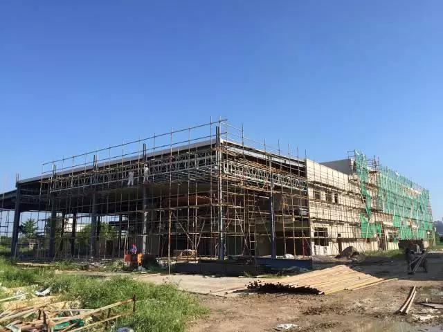 伟策一汽丰田4S店装修进行中,预计12月份开业