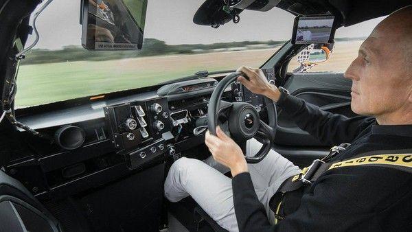 """""""驾驶摆中间,一台坐三人"""" 麦拉伦新世代超跑测试照曝光(图/翻摄自McLaren)"""