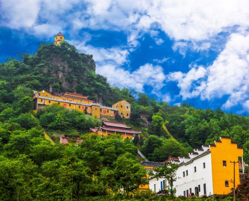 西九华风景区(aaa):西九华风景区位于安徽省芜湖市无为县开城镇,风景