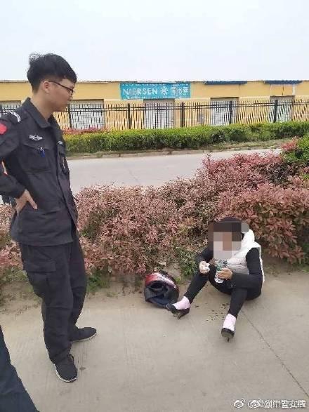 """▲▼草叢有大熊貓!民警""""興奮出發""""下秒傻眼了。(圖/翻攝自微博)"""