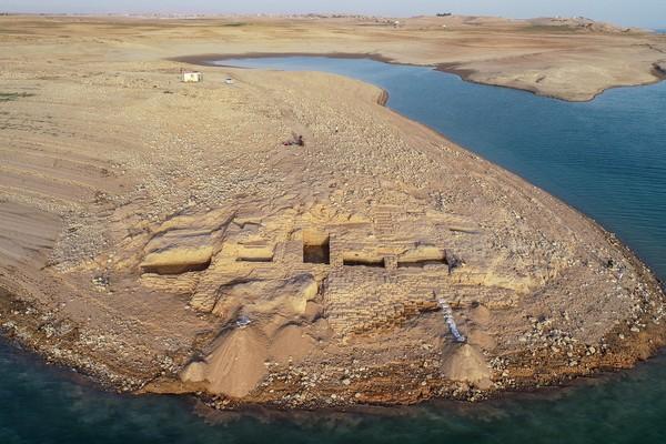 ▲▼伊拉克水庫干涸,讓底下一座3400年前的古王國宮殿現身